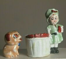 Figurine, bouquetière, ancienne en porcelaine, signée
