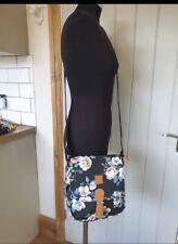 Neues AngebotFertiger überqueren Körper Schulter Tasche-Brandneu mit Etiketten versiegelt-schwarz Blumenmuster