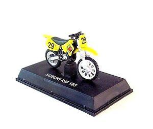 SUZUKI RM 125 NO.29 YELLOW NEWRAY 1:32 MOTORCYCLE COLLECTOR'S MODEL, NEW