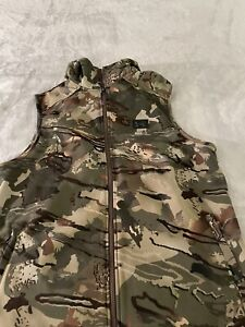 Under Armour Medium forest camouflage Vest with zipper pockets and hoodie NWT