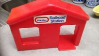 RARE Replacement Part Red Rail road Station for Little Tikes Green Peak Mountain