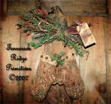 Primitive Pattern Christmas Quilt Mittens & Crow On old Barn-wood Door Greeter