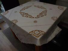 VINTAGE White Linen tablecloth 56 x 55 in splendide tagliare fuori lavoro Urn NATALE