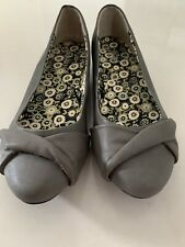 Size 9.5 Woman's Comfortable Grey Low Ballerinas Style Work Shoe