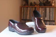Sanita 37 Bordeaux Crocodile Embossed Patent Leather Stapled Pro Clogs US 6.5-7