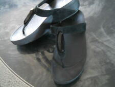 FITFLOP BLACK JEWELLED & BLACK SUEDE SANDALS IN SIZE 5