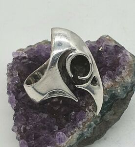 Bird Skull Ring by William Llewellyn Griffiths. Silver 925, UK Size K
