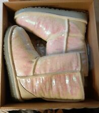 UGG SPARKLES I DO! WHITE PEARLESCENT SEQUINCE PULL-ON SHORT BOOTS SIZE 7 EUC