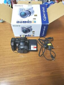 Sony Cyber-Shot DSC-H9 8.1MP Digital Camera With two Batteries and charger ZSE18