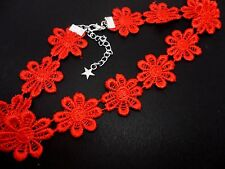 A LADIES GIRLS PRETTY RED DAISY FLOWERS  FESTIVAL CHOKER NECKLACE . NEW.