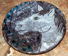Assiette en faïence de Vallauris à décor de tête de cheval