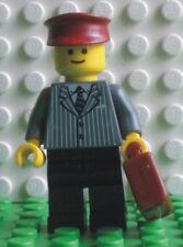 Neue Lego Minifigur Hotelpage im Nadelstreifenanzug mit Koffer (9247-6)   700