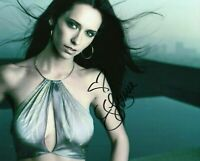 Autographed Jennifer Love Hewitt signed 8 x 10 photo.. Very Sexy