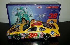 Elliott Sadler 2004 Pedigree Wizard Of Oz Autographed Signed Action NASCAR 1/24