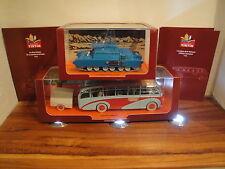 Hergé – 2 véhicules Moulinsart – Le bus de la Swissair + Le char lunaire – (2013