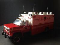 Chevrolet C65 Ambulance FDNY Fire Truck F.D.N.Y. Feuerwehr 1:16 Code 3+1:18Figur