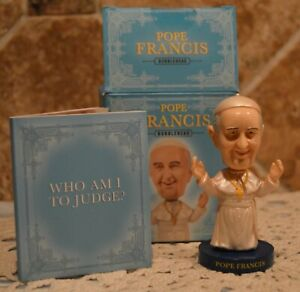 """POPE FRANCIS BOBBLEHEAD~WITH WHO AM I TO JUDGE BOOK~BOBBLEHEAD 3 1/2"""" TALL~CUTE"""