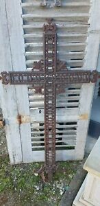Croix ancienne en fonte de jardin  deco