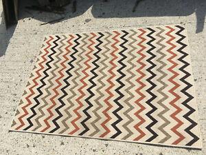 Zig Zag patterned rug 120 x 170cm Lot ME230819B