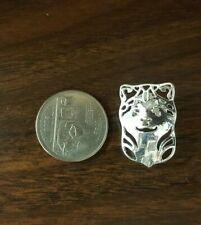 Bn Silver Akita-Inu enamel pin -