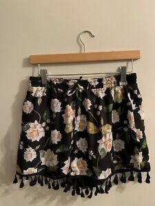 Ladies Floral Missguided Shorts Size 12 Free Postage