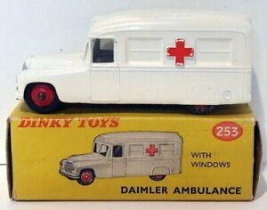 Vintage Dinky 253 - Daimler Ambulance - White Variant 2
