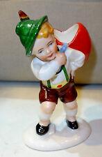 Porzellanfigur,Junge in Tracht trägt ein Herz als Rucksack,Hertwig,Katzhütte