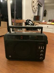 Vintage General Electric GE Superadio AM/FM Long Range Super Radio 7-2887A Works