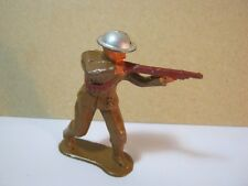 Old Lead Toy Soldier Aiming Rifle #747    T*