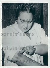1950 Italian Research Doctor Inoculates Herself With Cancer Virus Press Photo