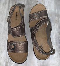 Clarks Artisan Tige De Cuir Wedge Sandals 8M Gold Metallic Leather Slingback