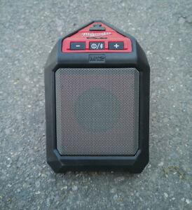 Milwaukee M12JSSP, 12v 5W Jobsite Bluetooth Speaker