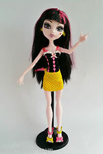 DRACULAURA GLOOM BEACH Doll Monster High Original Wave Stand Earrings Outfit
