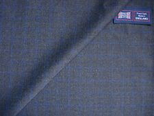45% WOOL WORSTED & 55% POLESTER SUITING/JACKETING FABRIC MADE IN ENGLAND = 1.0 m