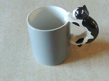 1989 ~HALLMARK ~COFFEE MUG Cup  black & white CAT on HANDLE very cute,