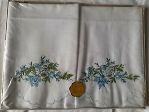 Vintage Dorcas Cotton Embroidered Scallop Edge Pair Of Pillowcases New Old Stock