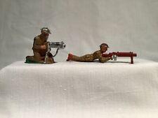 BARCLAY 2 SOLDIERS B10 & B61 MACHINE GUNNERS, TIN HELMET, CIRCA 1935