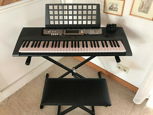 Yamaha EZ-200 Keyboard mit Leuchttasten mit Netzteil Auflageständer, Stuhl