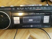 Vintage GE General Electric 3-5283A Stereo Cassette Boombox Ghettoblaster Works