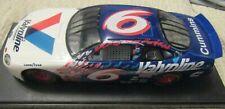ERTL IN A PLASTIC DISPLAY CASE 1:24 NASCAR Die-Cast Mark Martin #6 Valvoline Car