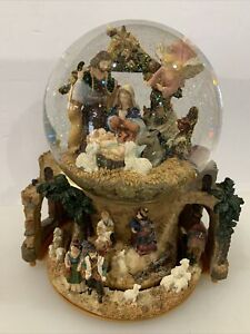 "Nativity Scene Snow Globe, musical, ""Silent Night"" .....nice!!"