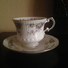 ELIZABETHAN 'Chantilly' bone china cup and saucer with dainty floral bouquets