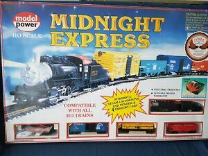 MODEL POWER MIDNIGHT EXPRESS TRAIN SET, LOCO, WAGONS, TRACK, CONTROLLER NEW MIB