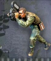 1/35 Resin Figure Model Kit Vietnam War Soldier with a Camera Unpainted