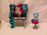 MONSTER HIGH - FRANKIE STEIN -- VANITY & SWIVEL CHAIR 2 Piece Furniture Set