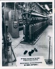 1979 Shoes Off Interior Dresden Nuclear Generating Station Illinois Press Photo