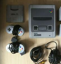 Super Nintendo SNES + Kabel ,2 Controller und ein Spiel Beschreibung lesen!