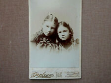 GALLERY CABINET CARD PHOTOGRAPH, 2 SISTERS