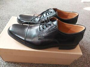 Clarks mens Black Tiden Cap Formal Leather Shoes Size 8 BNIB