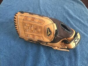 Barely Used Mizuno GVS1400 Softball Glove 14""